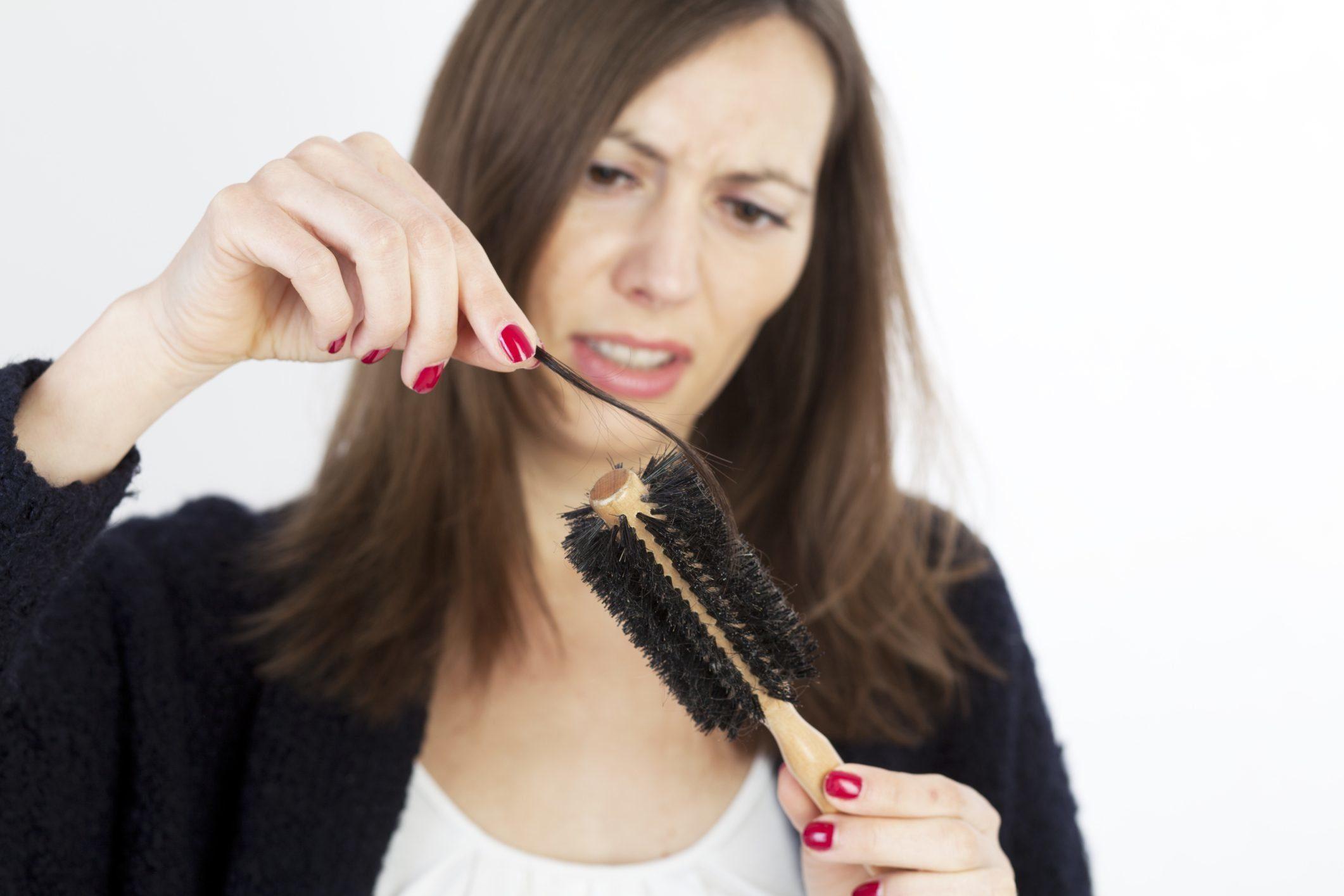 Как навсегда забыть о ломкости волос с помощью домашних масок?