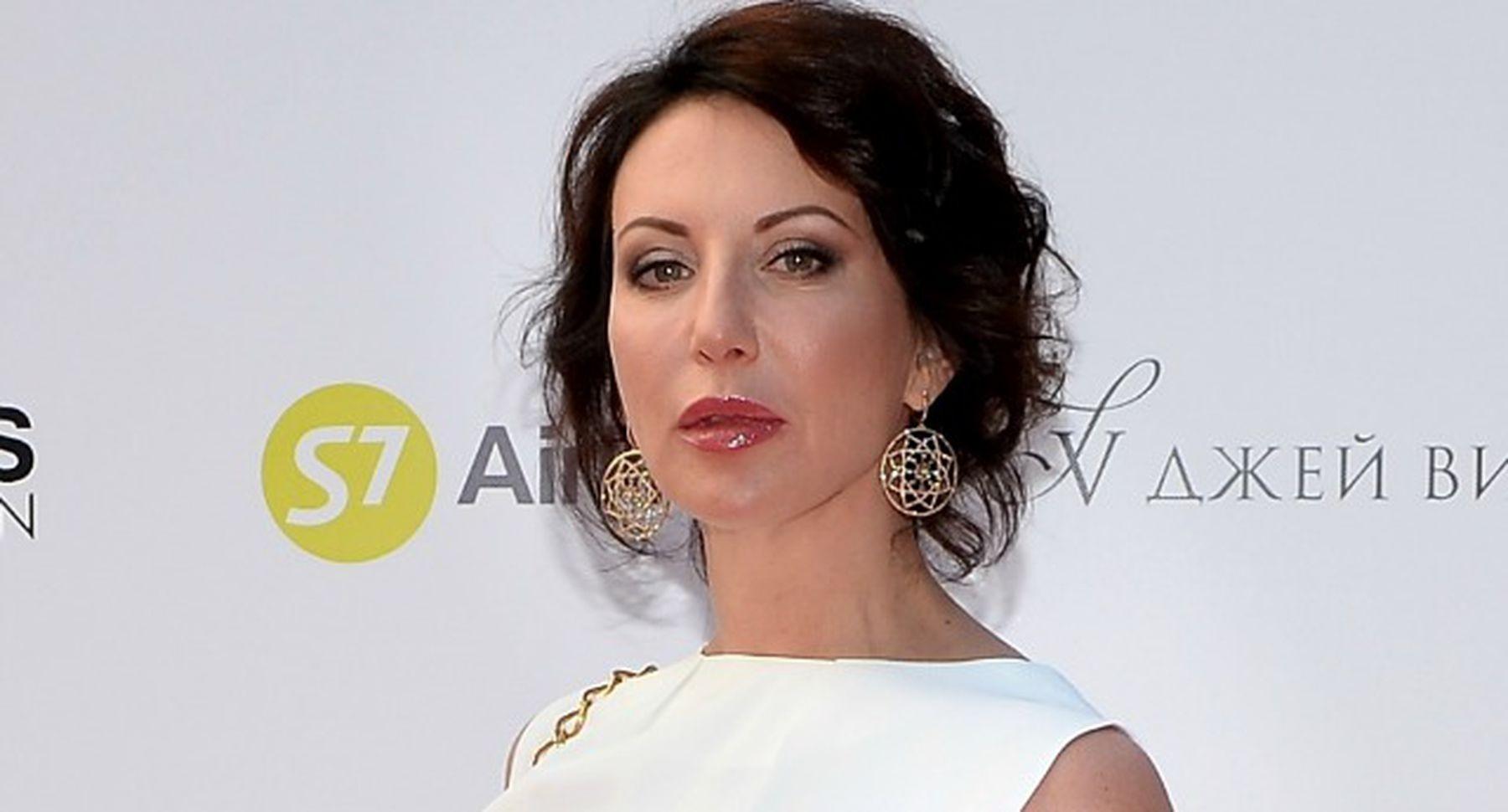 Алика Смехова в эффектном наряде отправилась на кинопремьеру