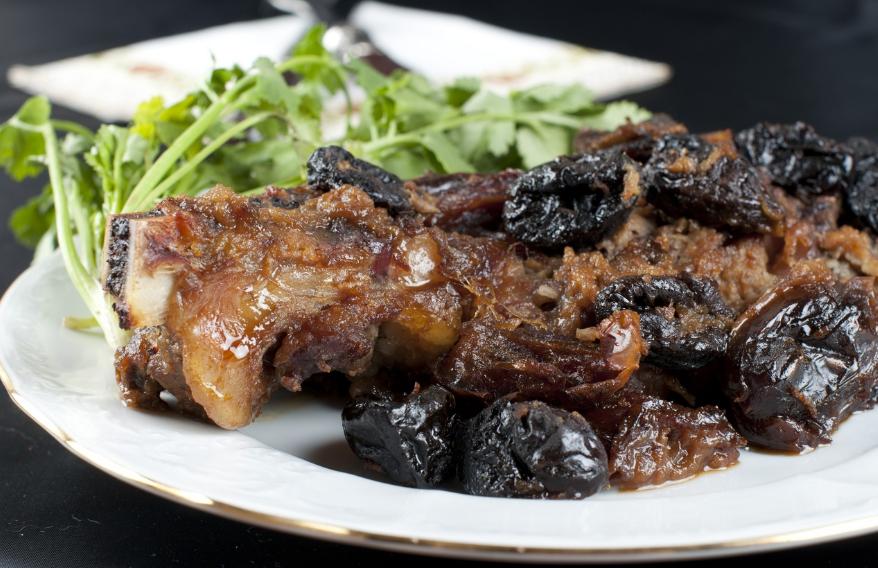 Рецепты приготовления говядины с черносливом в духовке