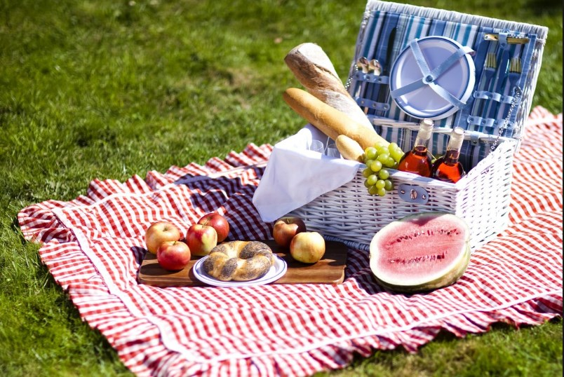 Собираемся на природу: топ мелочей для удачного пикника