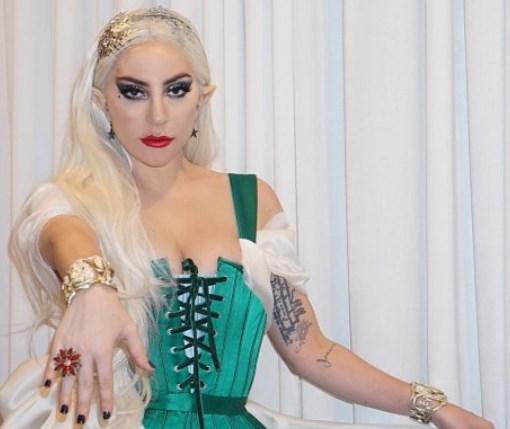 Образ дня: Леди Гага соблазнила фанатов кожаным нарядом