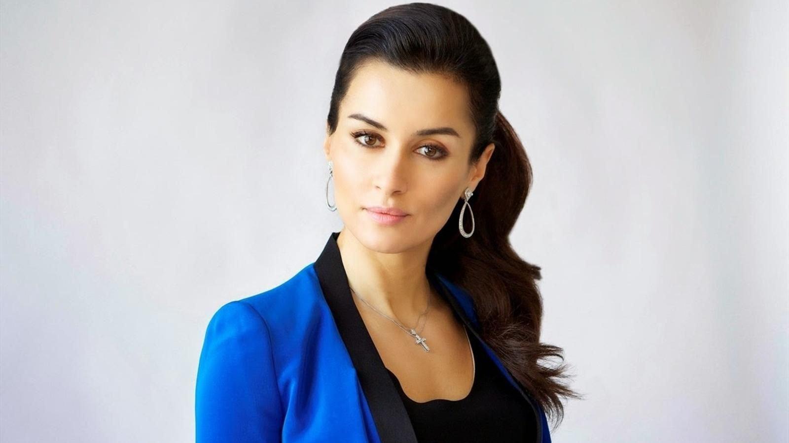 Тина Канделаки поделилась роскошным снимком в алом платье