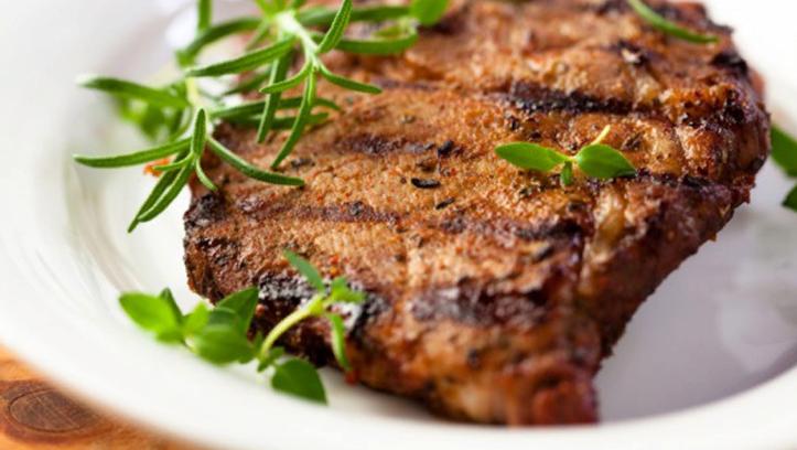 Как приготовить стейк из говядины в духовке? Базовые рекомендации и вкусные рецепты блюда