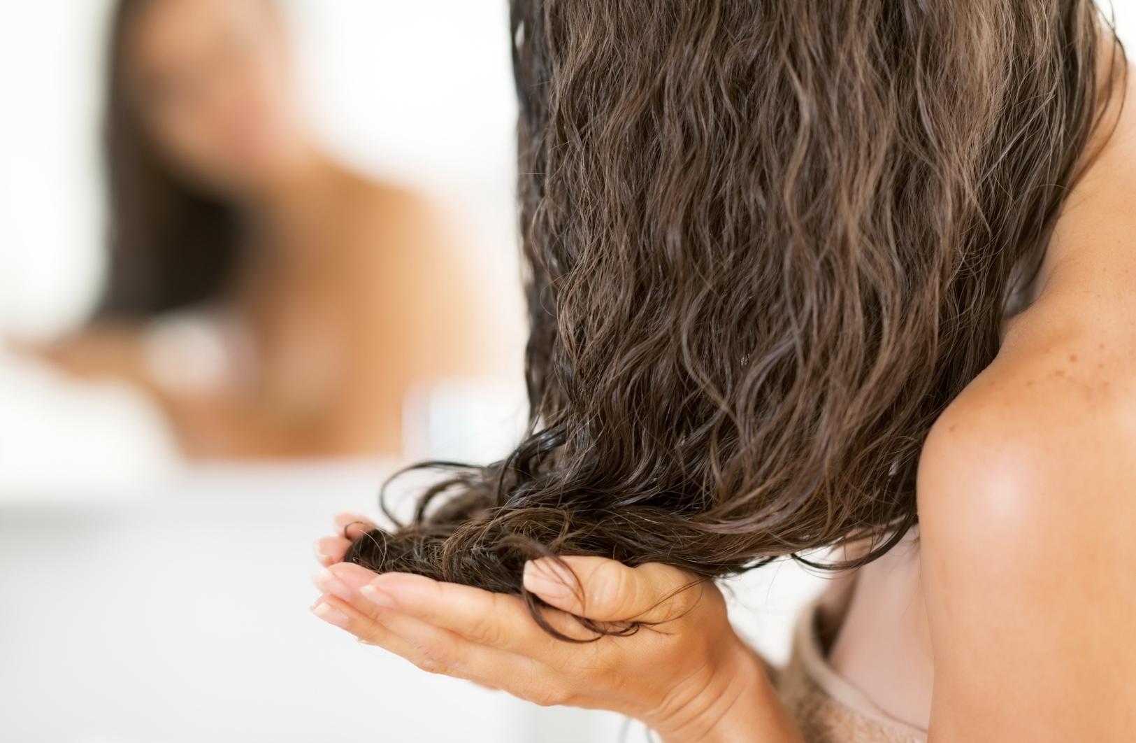 Какая лучше: отзывы женщин о применении увлажняющих домашних масок для волос