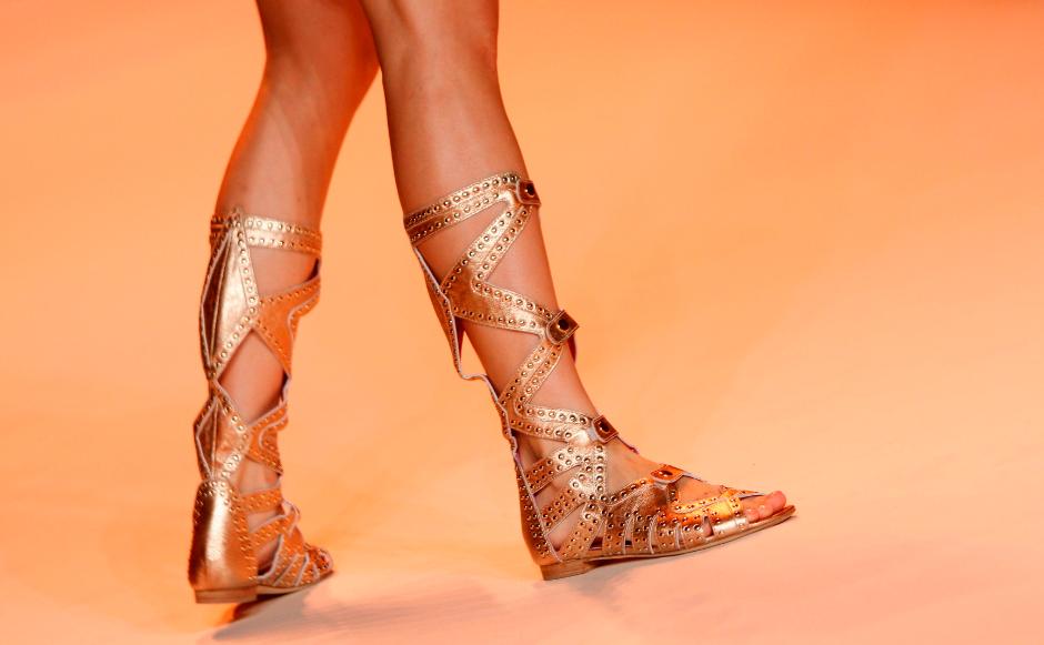 С чем носить модные гладиаторские сандалии, фото