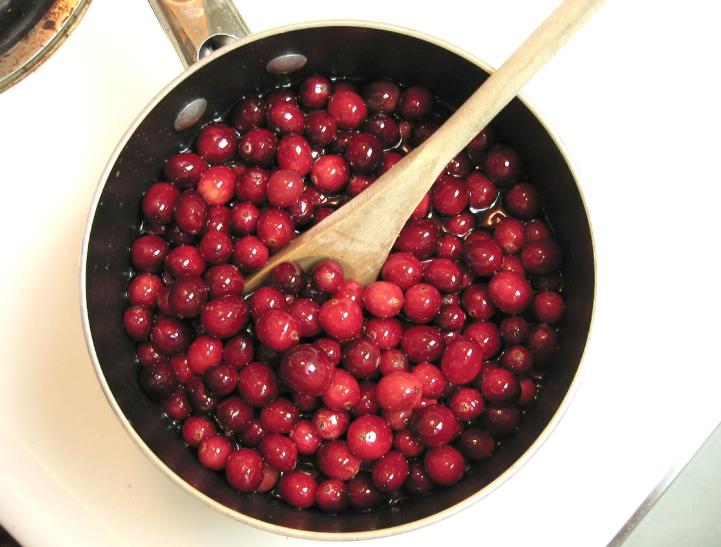 Быстро, полезно и вкусно: рецепты приготовления блюд из клюквы