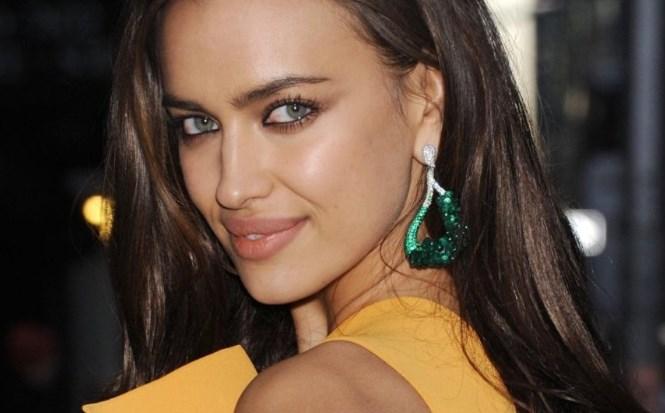 Королева трендов: Ирина Шейк похвасталась стильным аутфитом