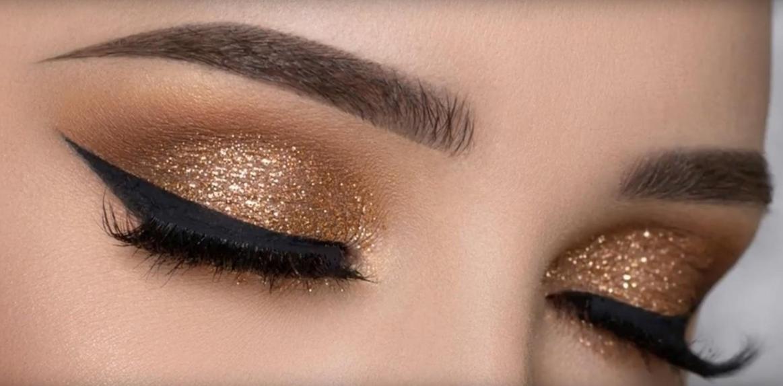 Модный макияж глаз со стрелками, фото