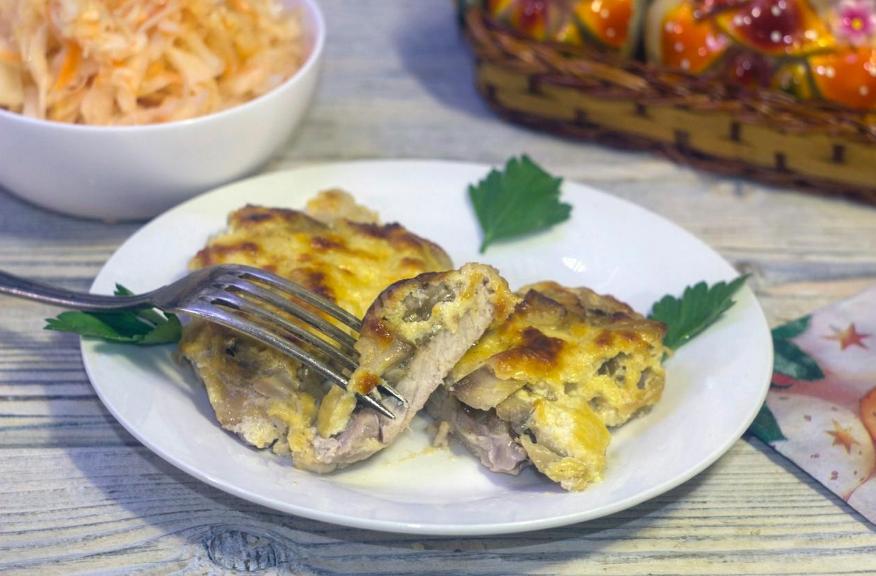 Как легко и быстро приготовить запеченную свинину с картошкой?