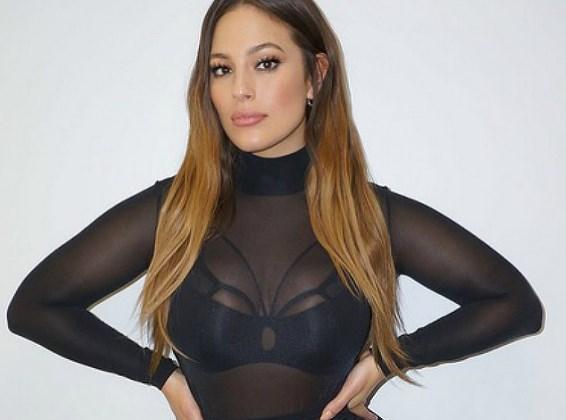Дешево и сердито: Эшли Грэм продемонстрировала платье за 35 долларов