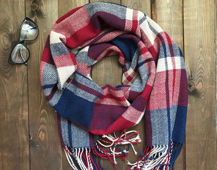 Модный тренд осени-зима — женский шарф в клетку, фото
