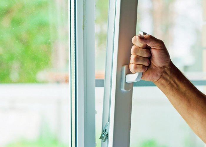 Почему так важно проводить ремонт пластиковых окон