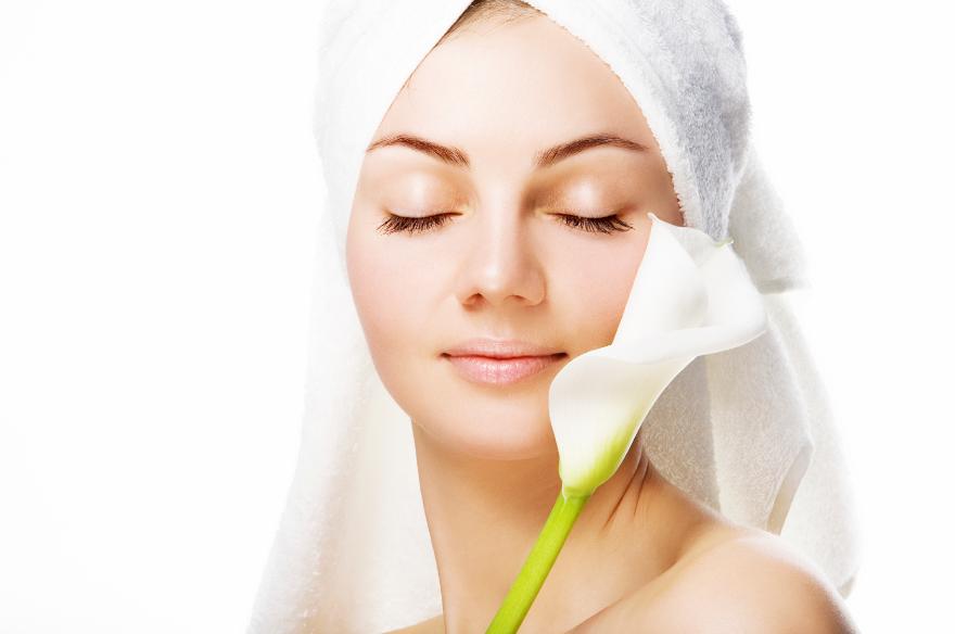Бережный уход за кожей: как убрать шелушения на лице?