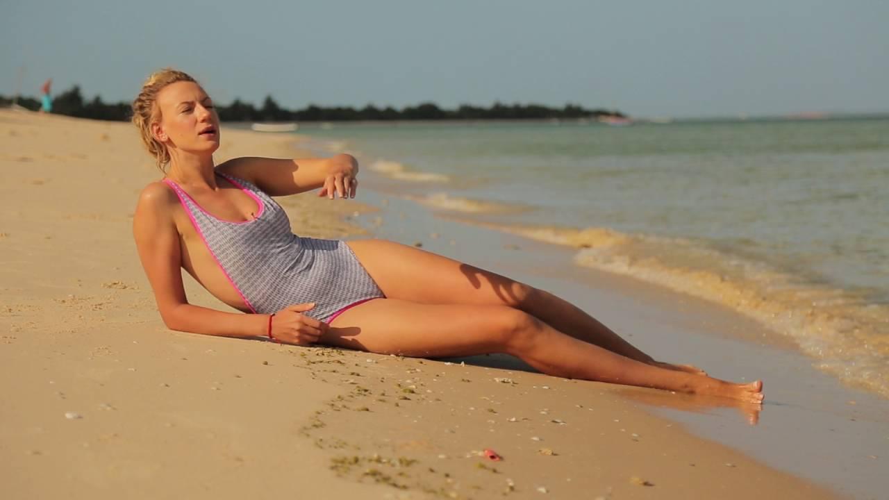 Леся Никитюк позировала в купальниках в Дубае