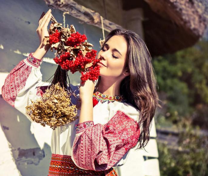 Влияние украинской вышиванки на мир моды
