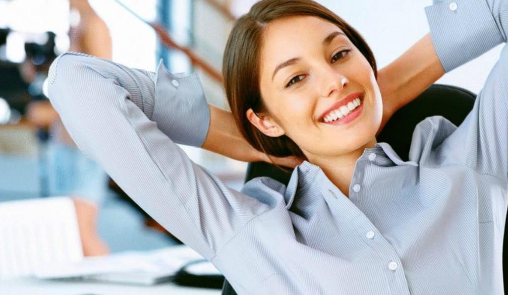 Эффективные упражнения за рабочим столом, которые помогут снять напряжение