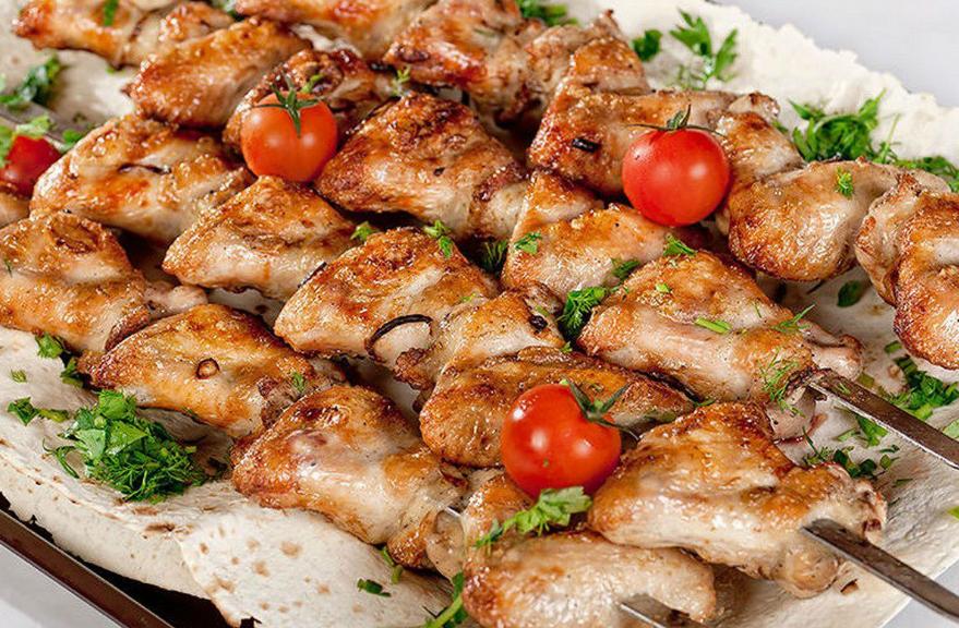 Хозяйкам на заметку: 3 быстрых способа запечь мясо к праздничному столу