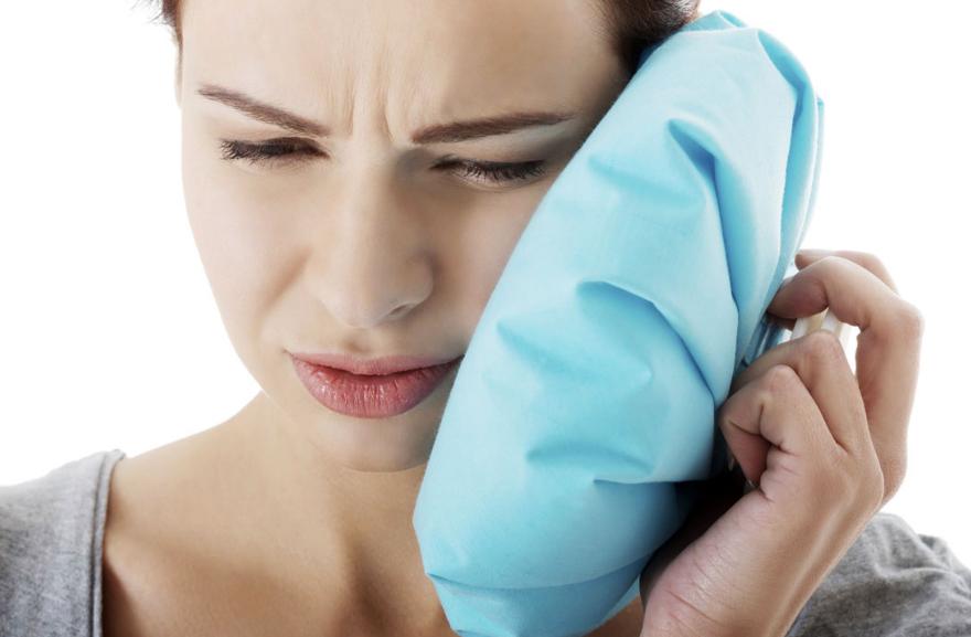 Как снять ушную боль народными методами?