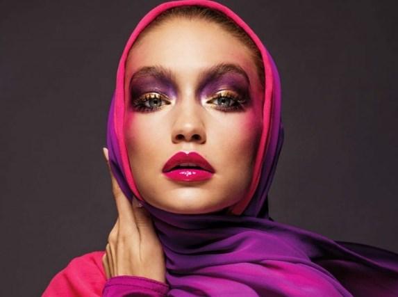 Джиджи Хадид надела модное пальто в клетку и грубые ботинки