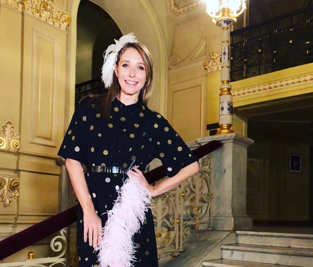 Катя Осадчая вышла в свет в роскошном платье-вышиванке