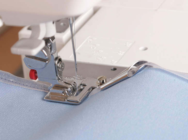 Лапки для швейных машин — функциональная деталь, позволяющая создать настоящие шедевры от-кутюр