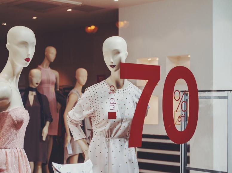 Правила покупок во время распродаж: как сэкономить деньги и купить качественную одежду по низкой цене