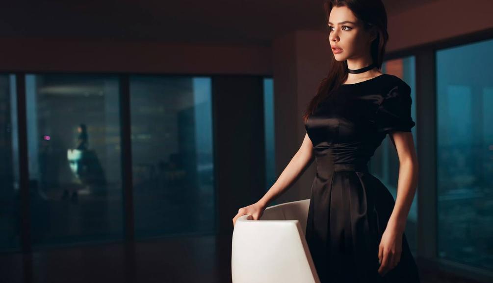 Модные атласные платья в коллекциях сезона весна-лето 2019, фото