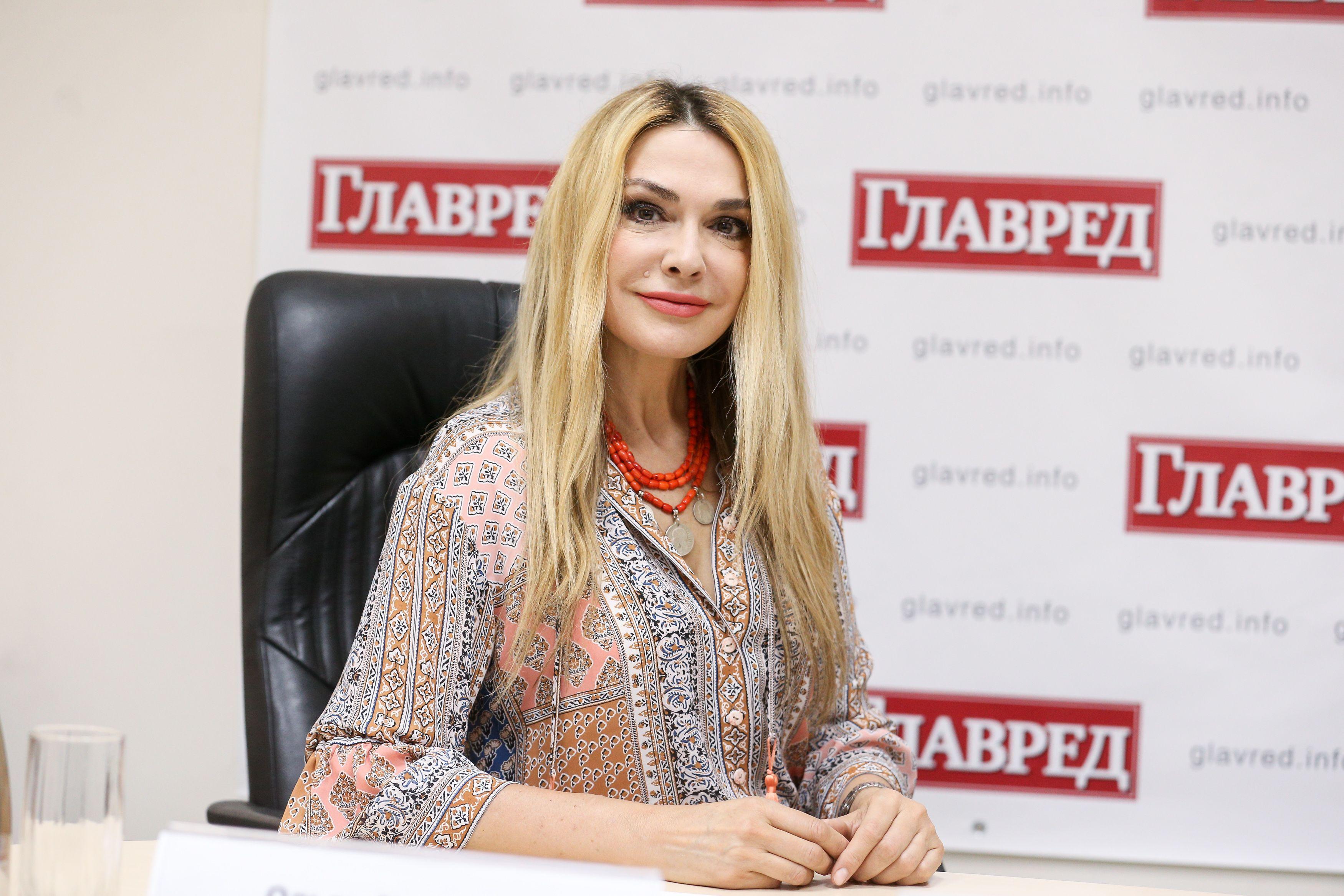 Ольга Сумская прогулялась по осеннему парку