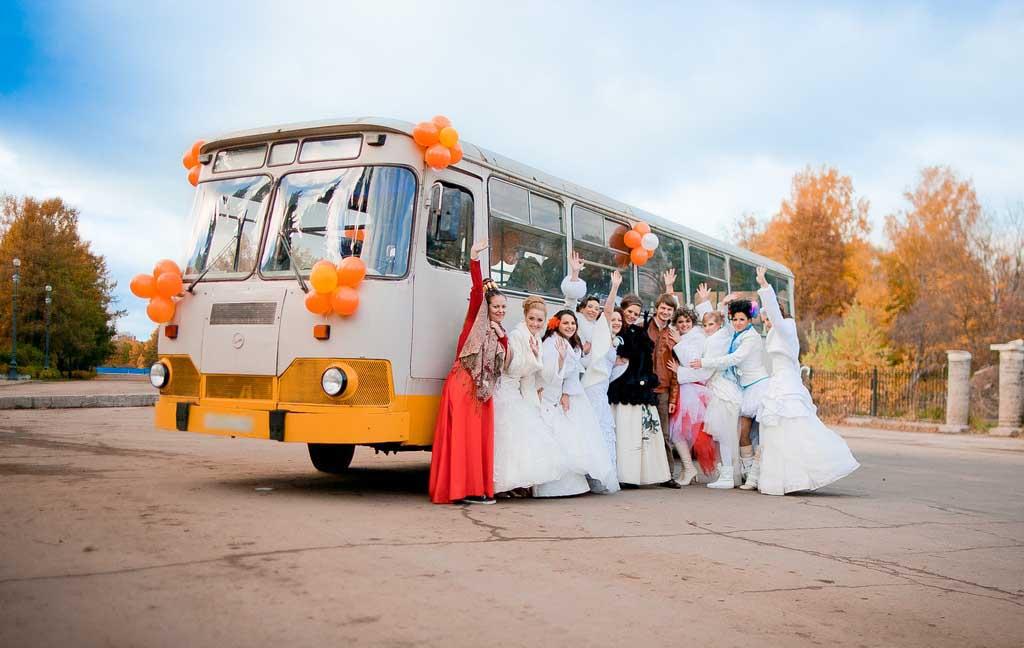 На что обратить внимание при заказе аренды автобусов и микроавтобусов на свадьбу