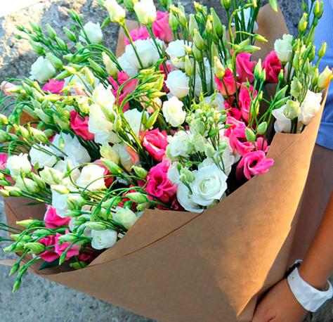 Купить охапку роз в Киеве – быстро, недорого