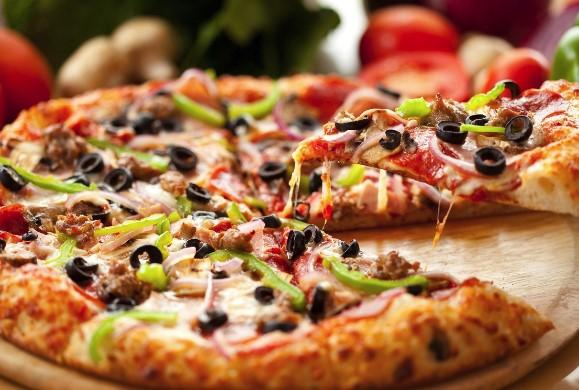 Какая калорийность пиццы и можно ли есть ее на диете?