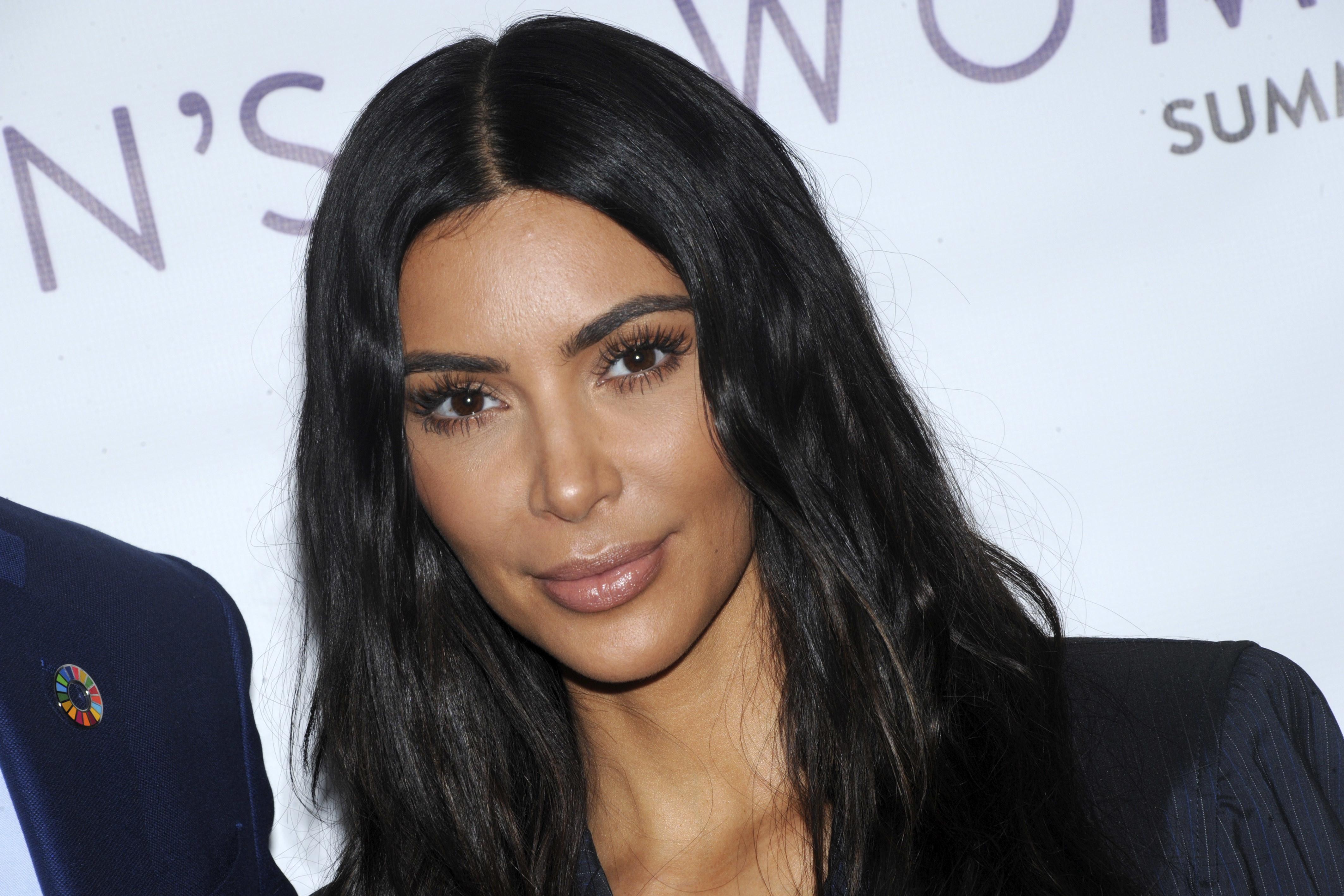 Ким Кардашьян раскритиковали за слишком пошлое платье
