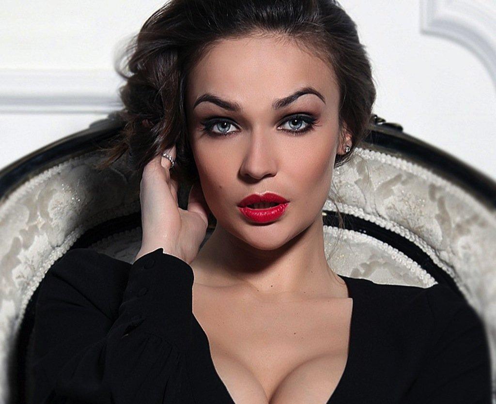 Алена Водонаева не умеет рисовать стрелки на глазах
