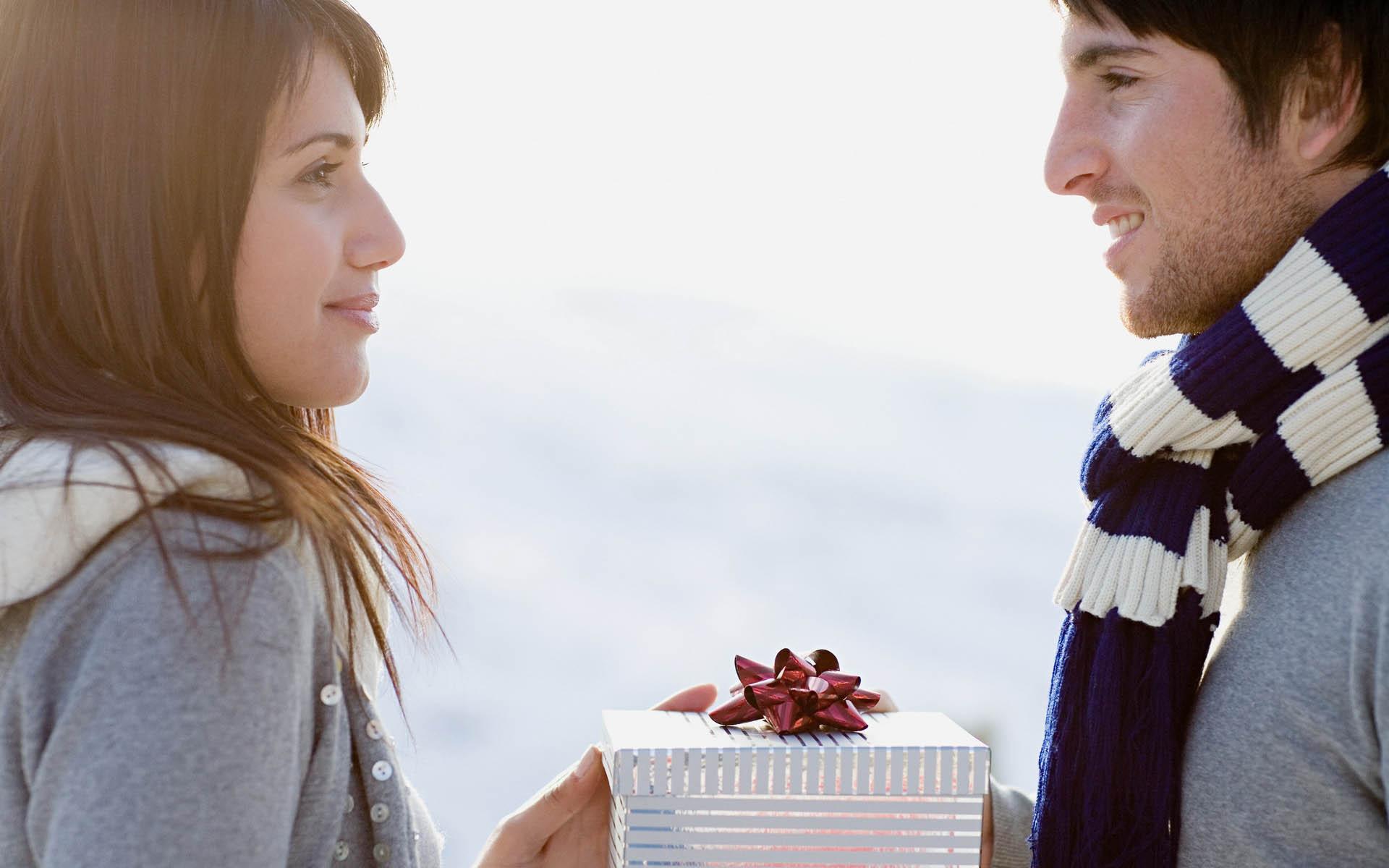 Что нельзя дарить любимому мужчине на 14 февраля?