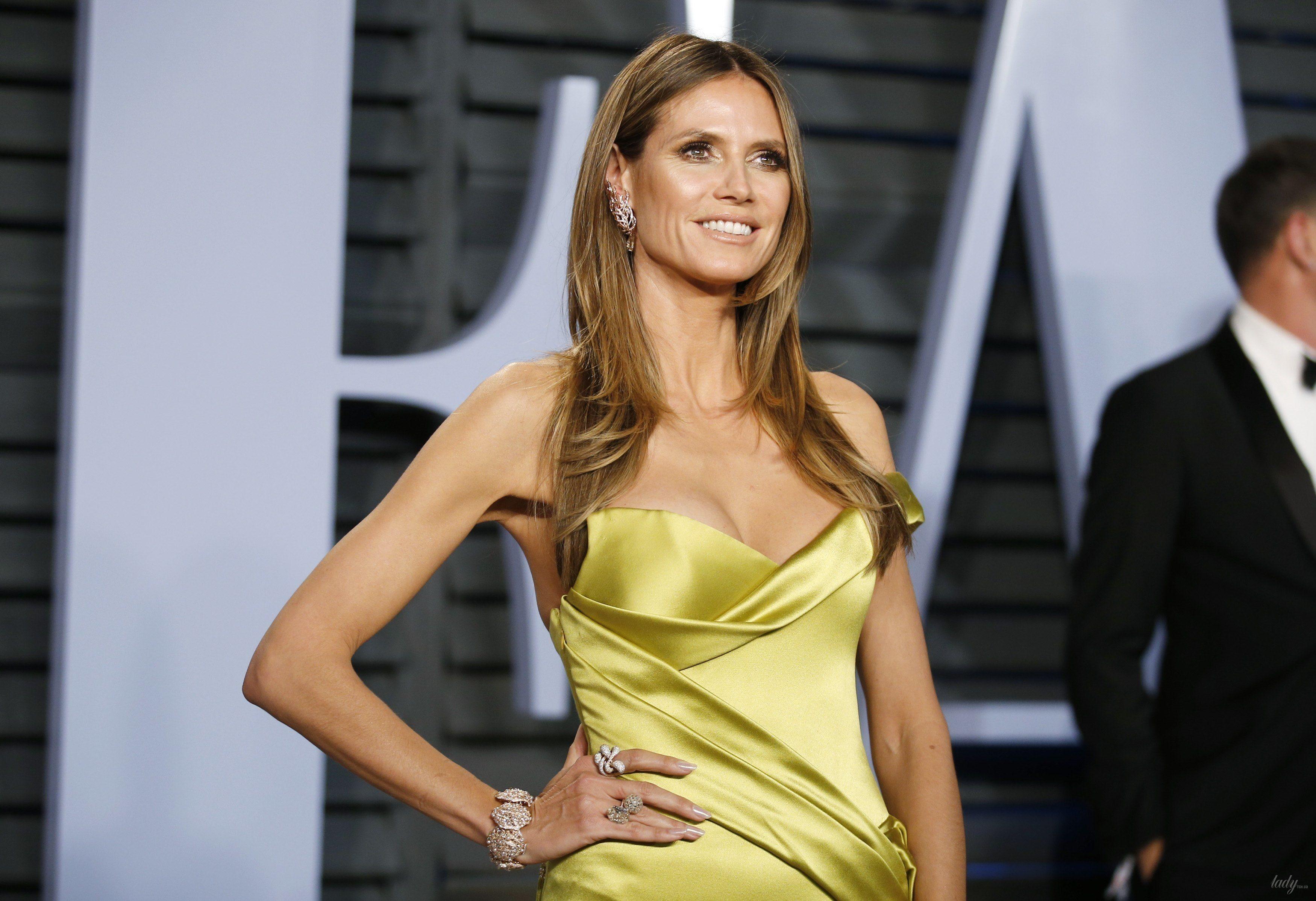 Хайди Клум порадовала фанатов новыми фото в платье с  глубоким  декольте