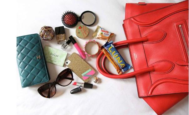 Вещи первой необходимости: что должно быть в сумочке у каждой девушки?