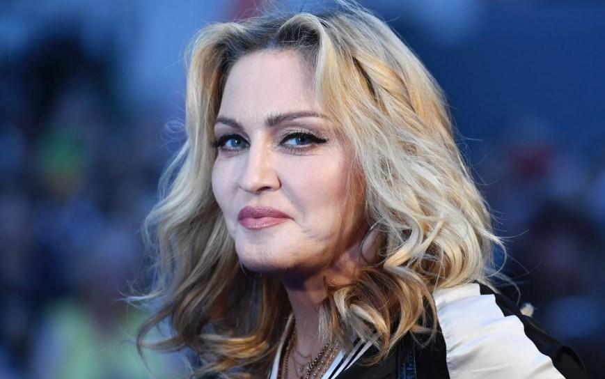 Мадонна увеличила ягодицы истанцевала вгей-клубе