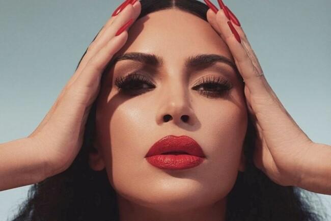 Ким Кардашьян прокомментировала своё фото крупным планом, где видно изъяны кожи