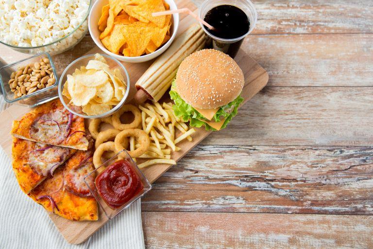 Красота и питание: список продуктов, которые вредны для кожи