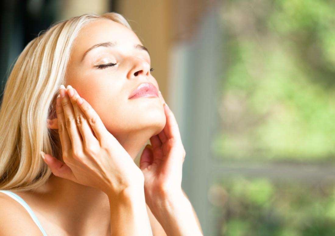 Какие средства необходимы для ухода за кожей лица в летнее время?