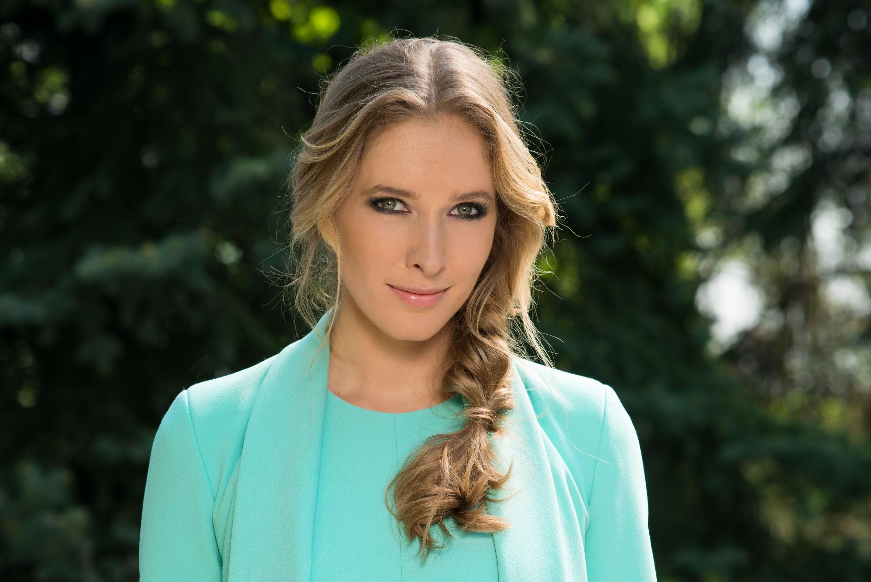 Катя Осадчая на съемках «Вечера премьер» блистала в эффектном платье