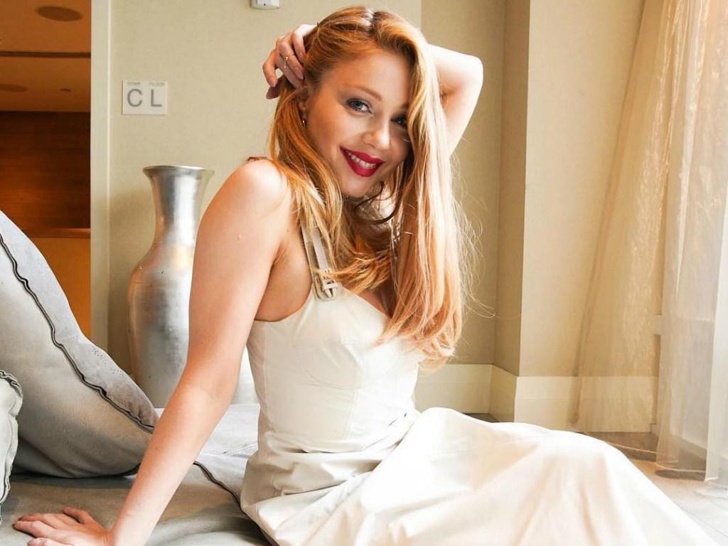 Тина Кароль в цветочном платье затмила Катю Осадчую