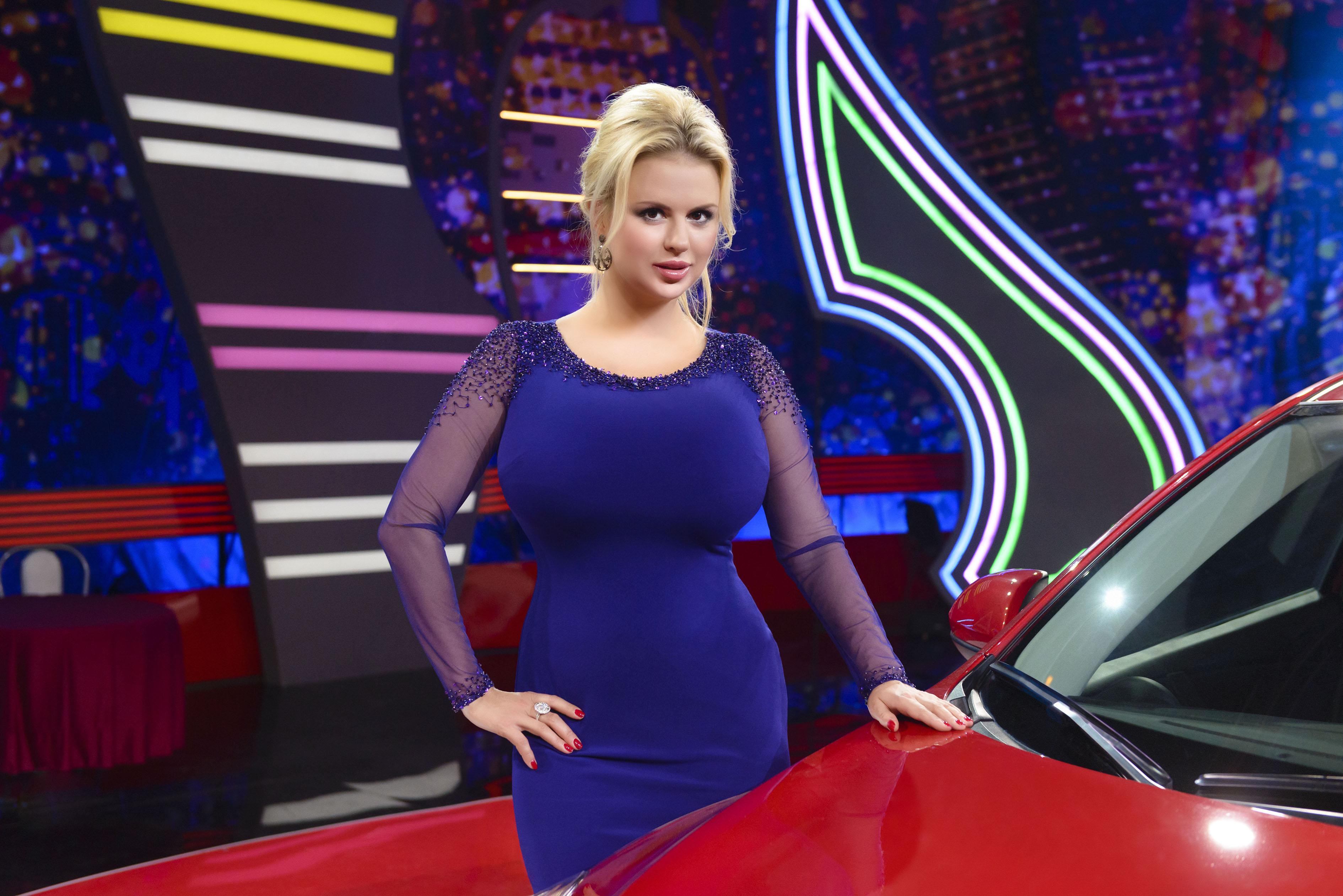 Анна Семенович живет яркой жизнью