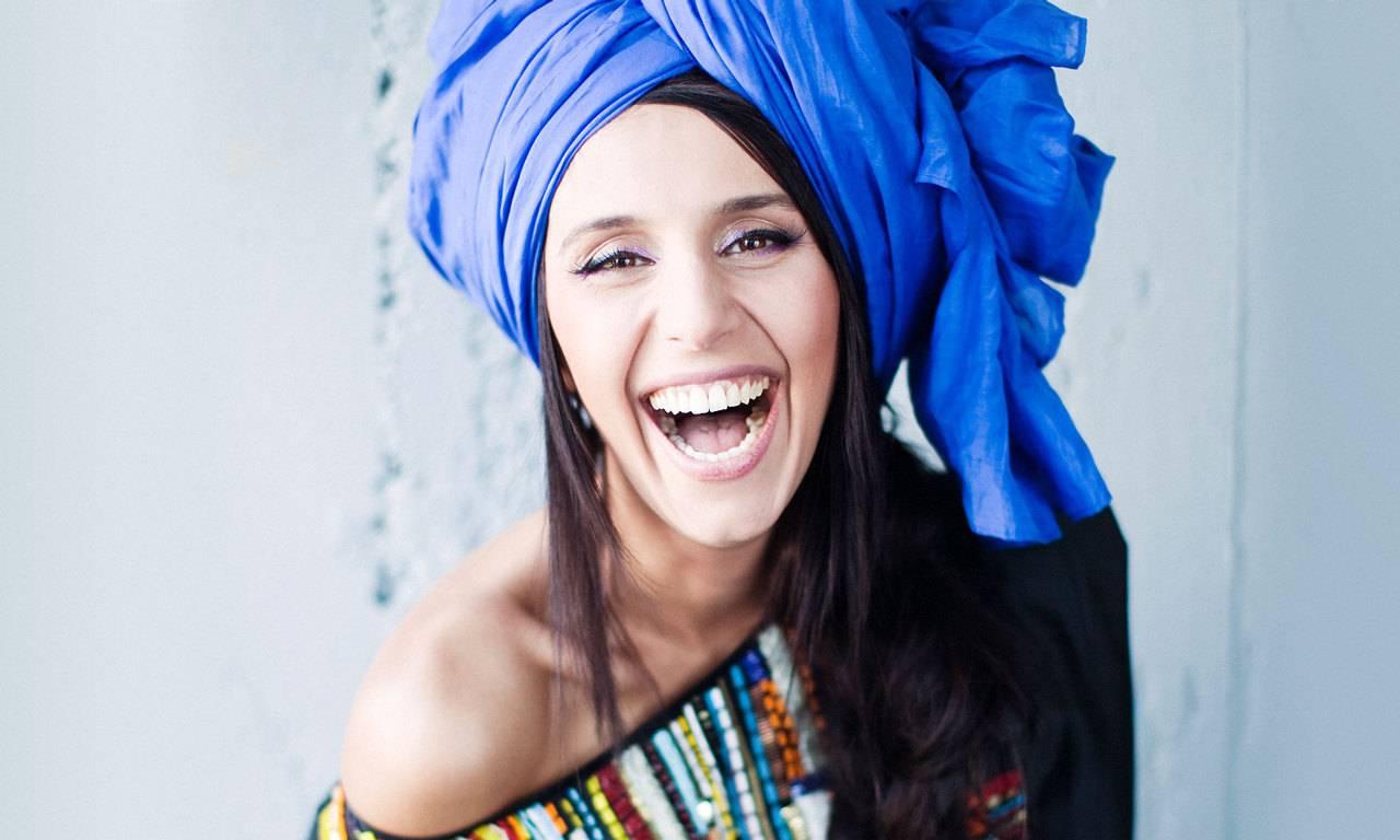 Джамала погуляла по Голубому городу в платье-вышиванке
