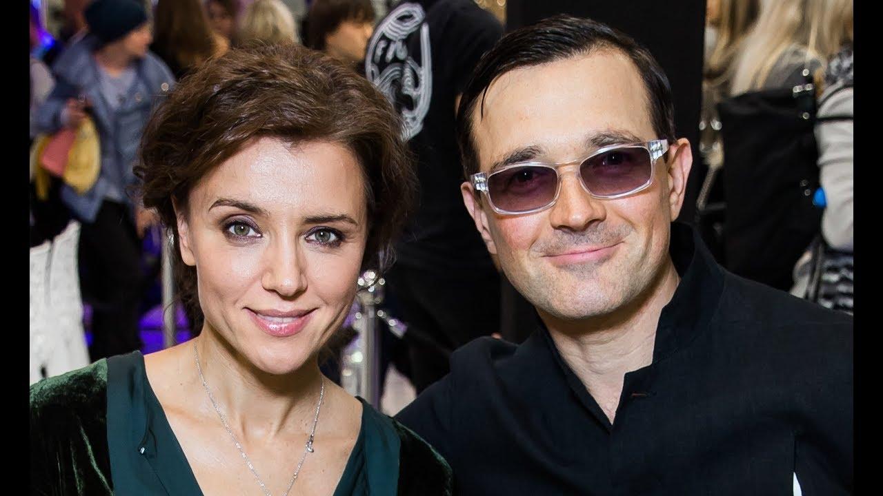 Ксения Алферова блистала на красной дорожке ММКФ под руку с мужем