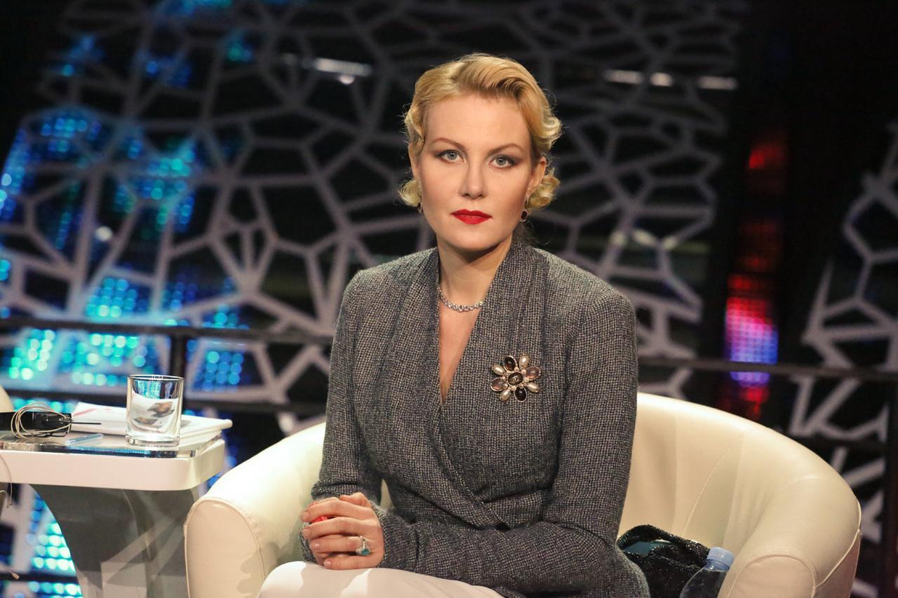 Рената Литвинова устроила оригинальную фотосессию