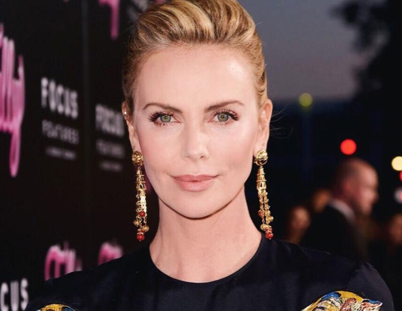 Шарлиз Терон откровенно рассказала о своих отношениях с Анджелиной Джоли