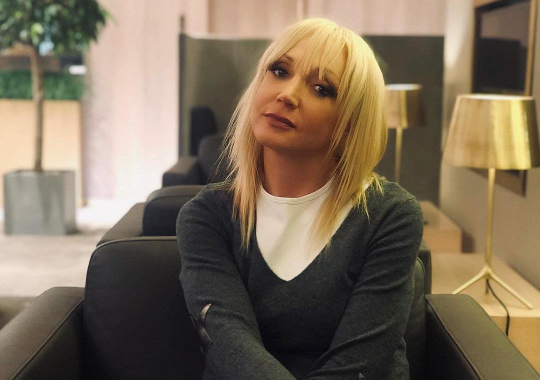 Кристина Орбакайте блистала в сверкающем мини
