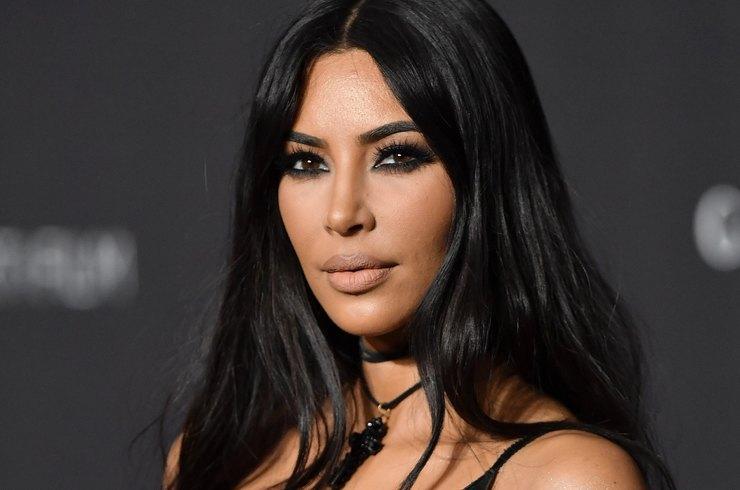 Ким Кардашьян снова удивила парижан леопардовым полупрозрачным нарядом