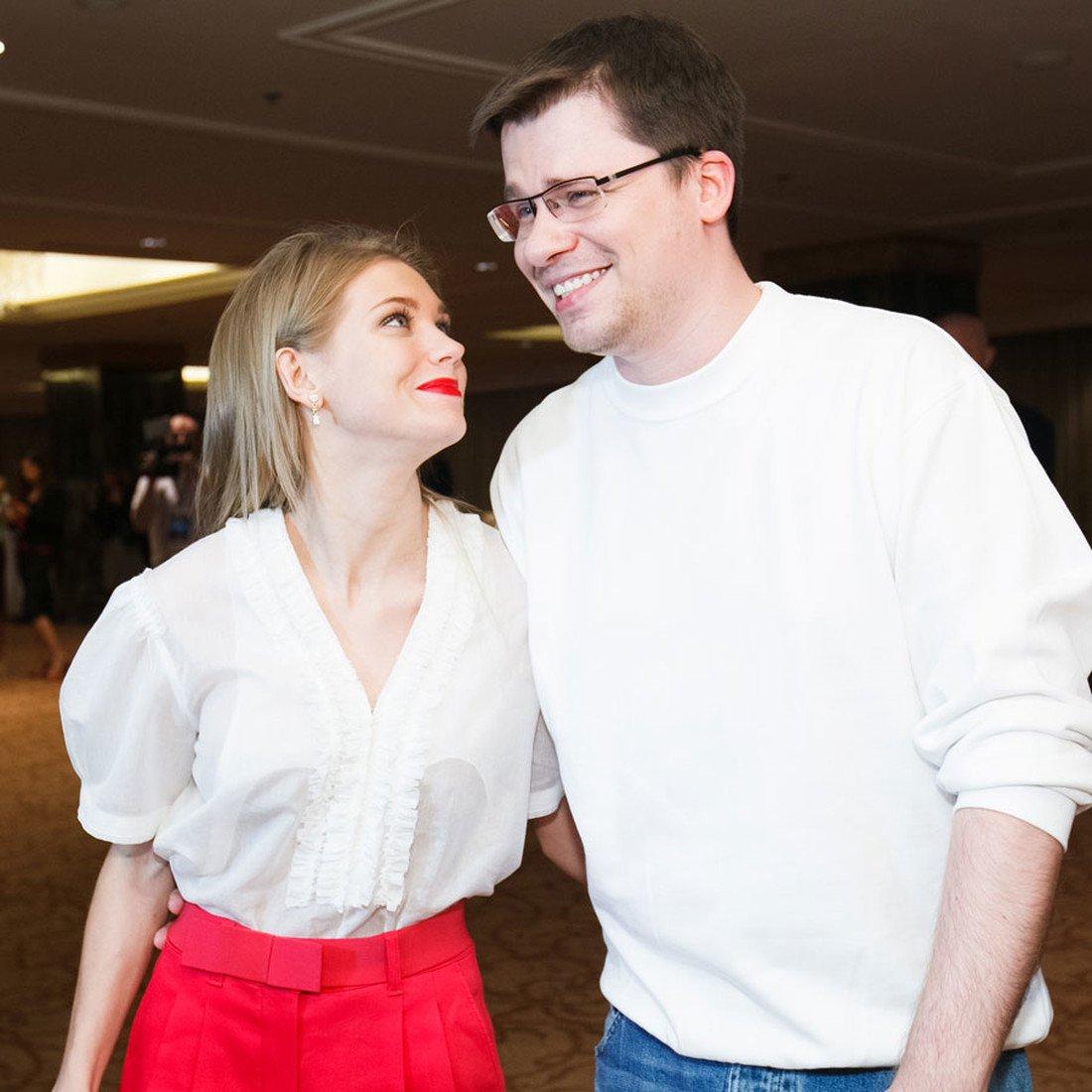 Кристина Асмус поделилась совместным снимком с мужем
